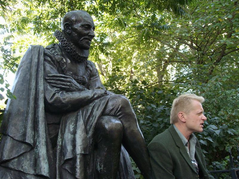 Владимир и Монтень перед Сорбонной
