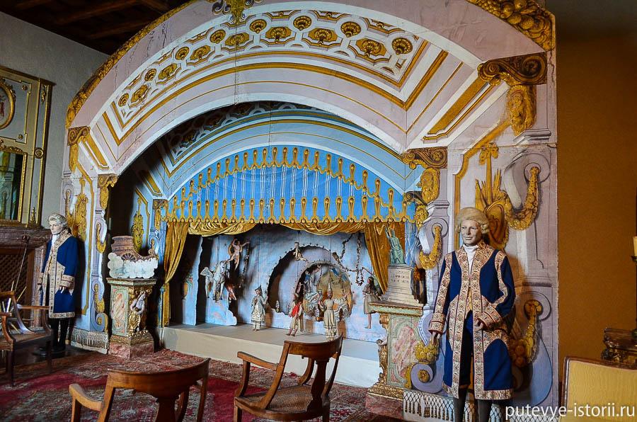 Дворец Борромео, театр марионеток