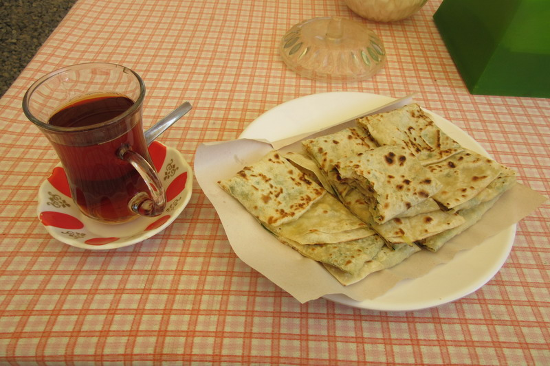 Гюзлеме с чаем