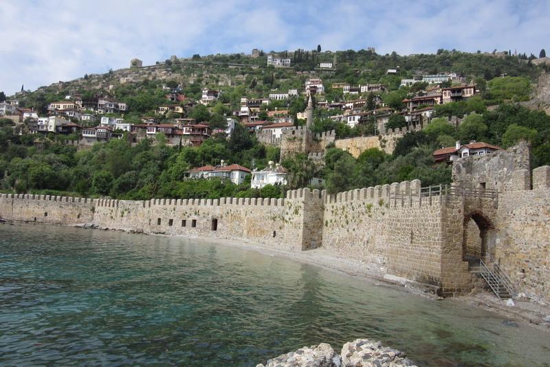 Аланья крепость вдоль воды
