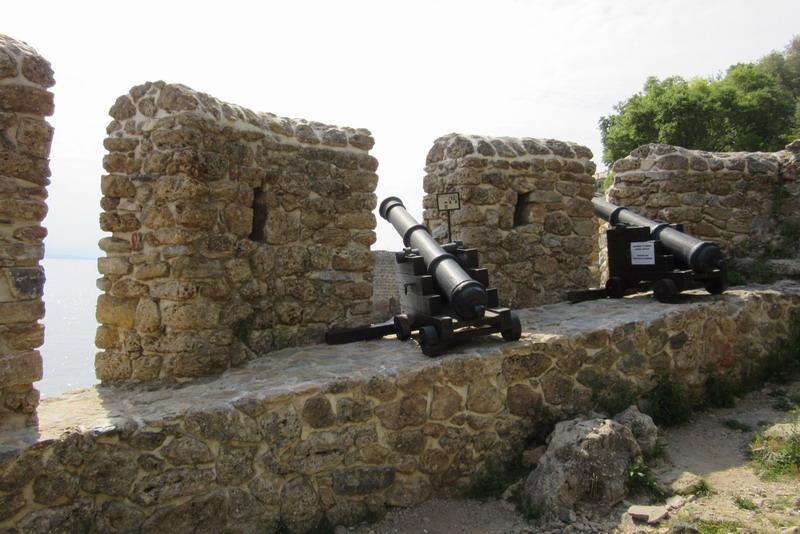 Пушки на крепостной стене