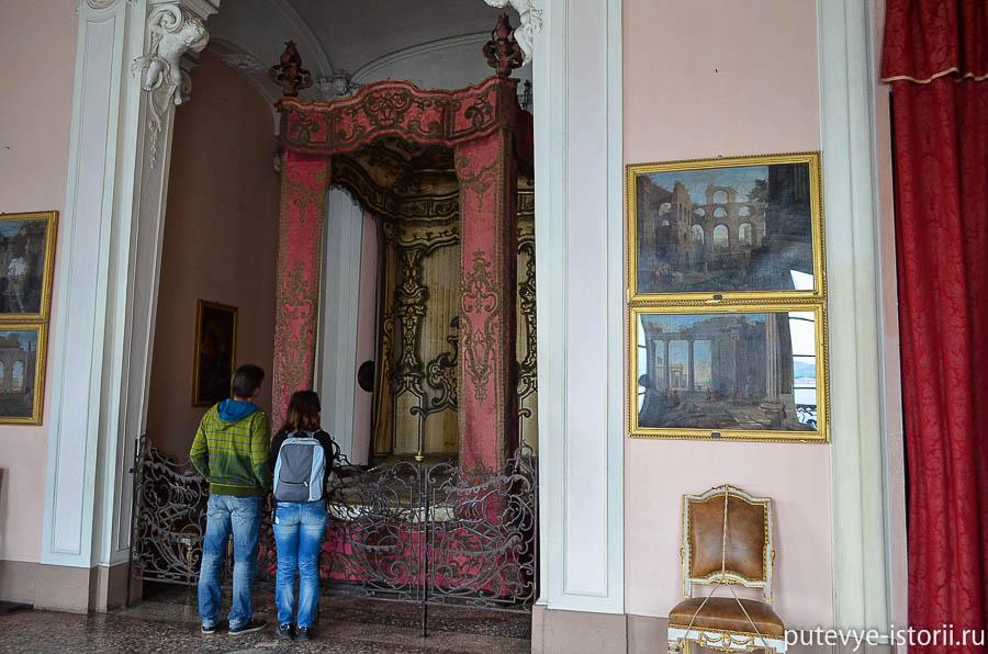Зал Наполеона во дворце Борромео