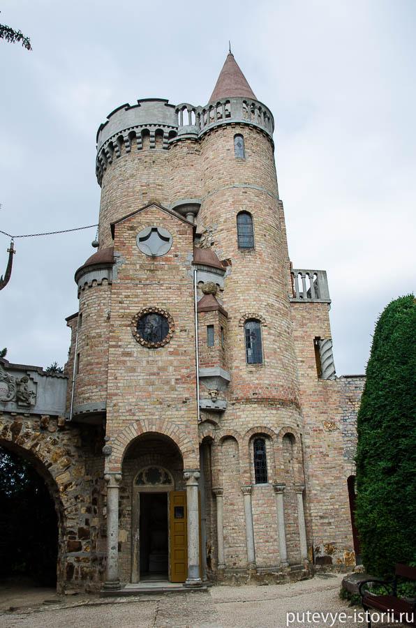 Замок Бори, башня близнецов