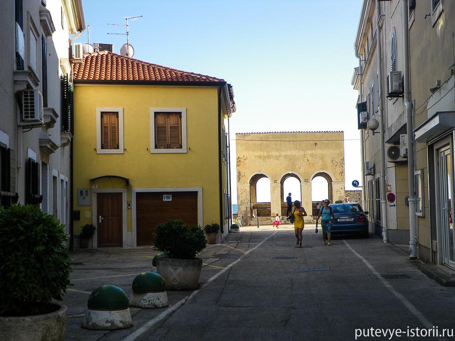Новиград, арка