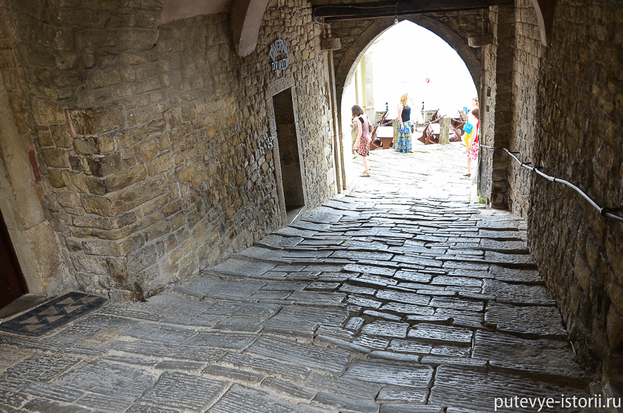 Мотовун городские ворота