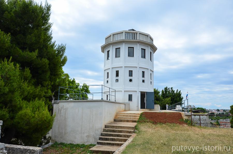 Пула, крепость Каштел, маяк