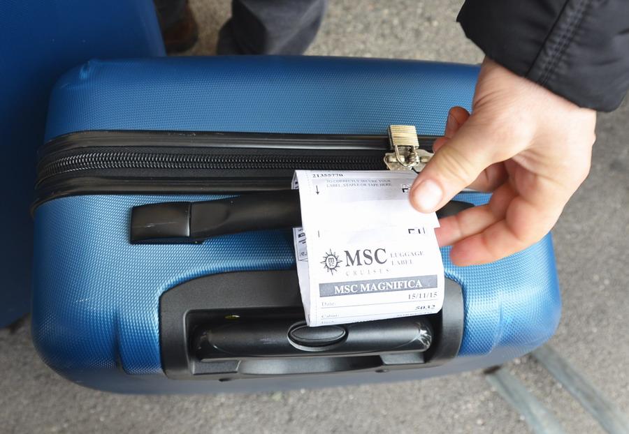 Бирка на чемодане