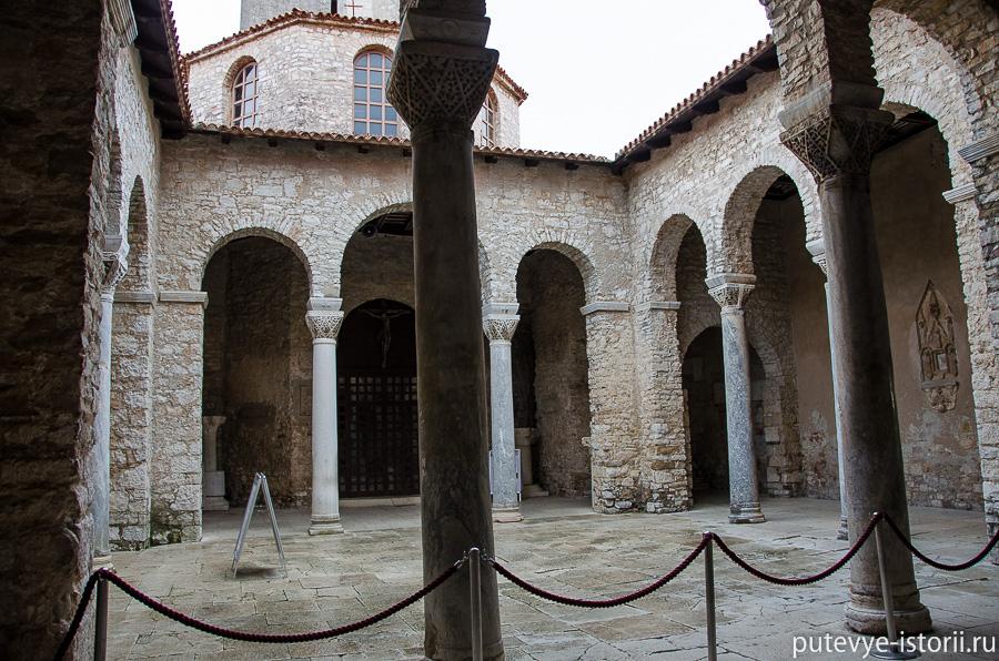 Евфразиева базилика артриум