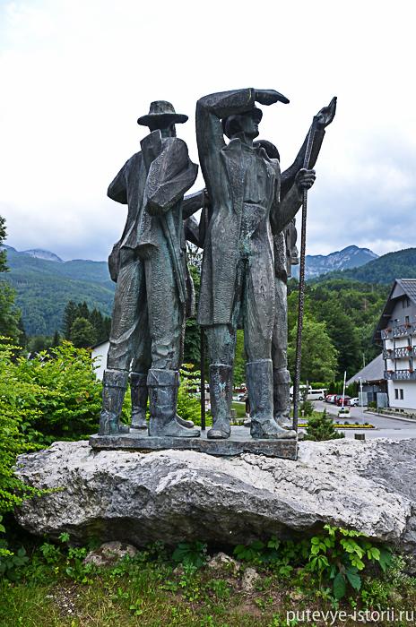 Рыбчев лаз памятник альпинистам