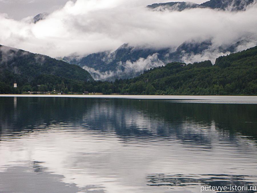 Тропа вдоль Бохиньского озера