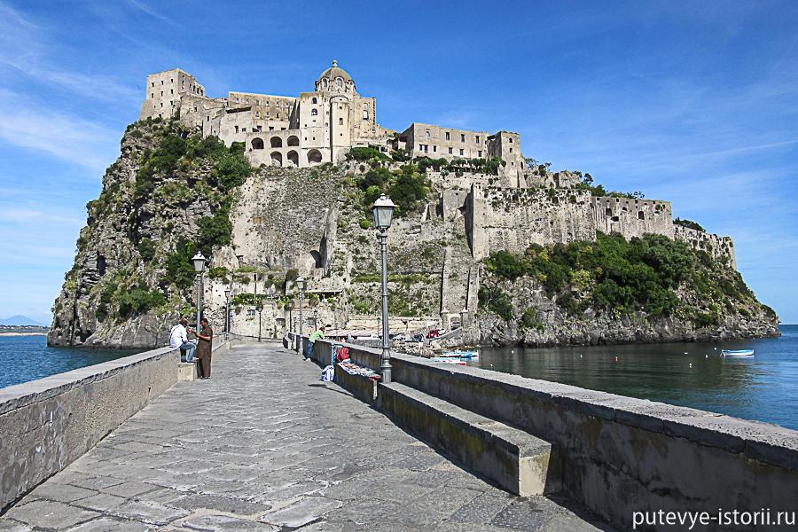 Арагонский замок дамба