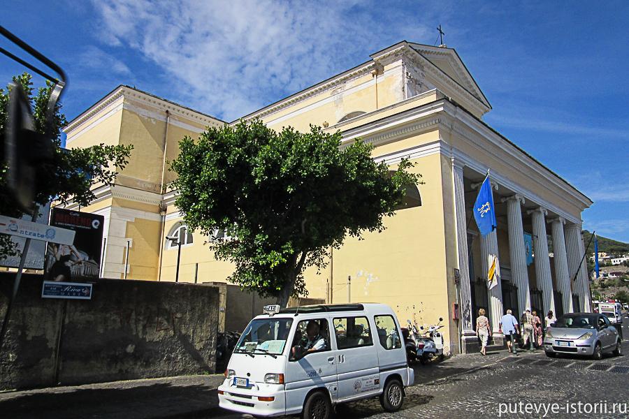 Искья-порто церковь
