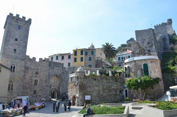 Портовенере, площадь перед крепостными воротами