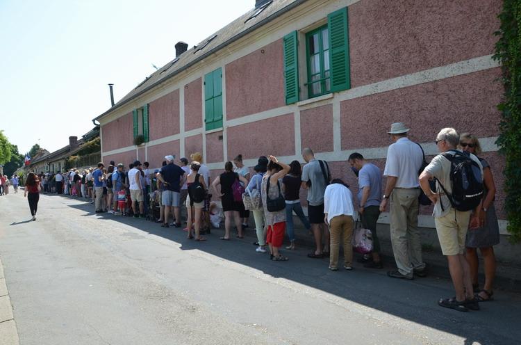Очередь в музей Клода Моне