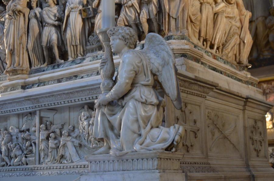 Ангел с канделябром Микеланжело