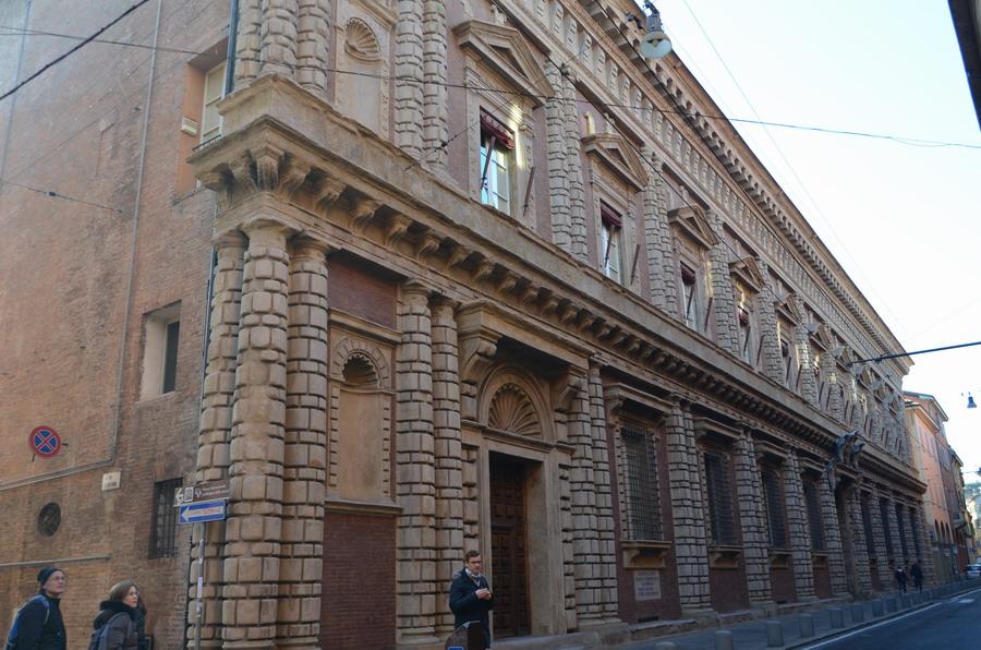 Болонья палаццо Фантуцци