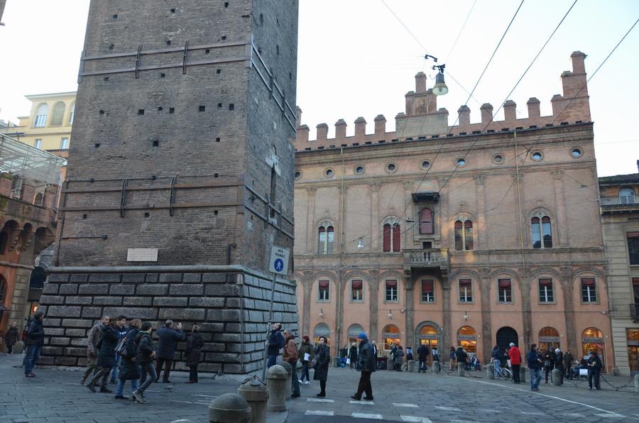 Болонья площадь Равеньяна