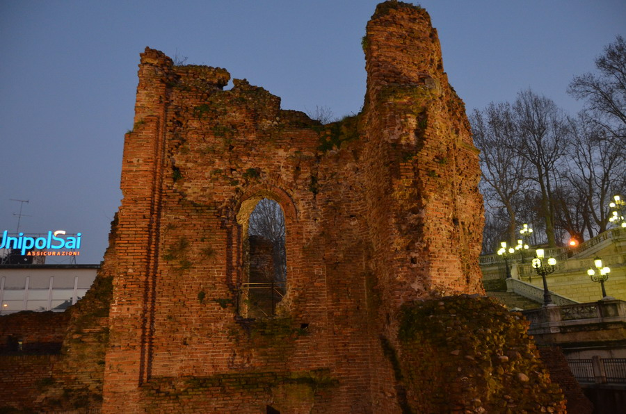 Развалины папского замка
