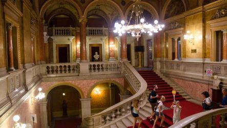 Будапешт, день 1. Венгерский оперный театр, ресторан Чарда и отель Будапешт