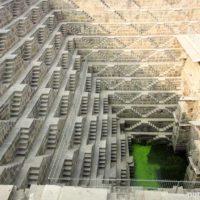 Колодец Чанд Баори и храм Шархат Мате