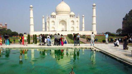 Мавзолей Тадж-Махал — шедевр индийской архитектуры