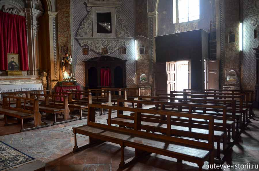 террачина церковь со скелетом
