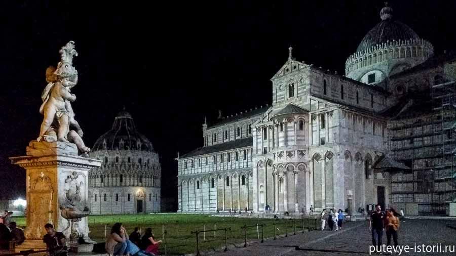 площадь чудес ночью