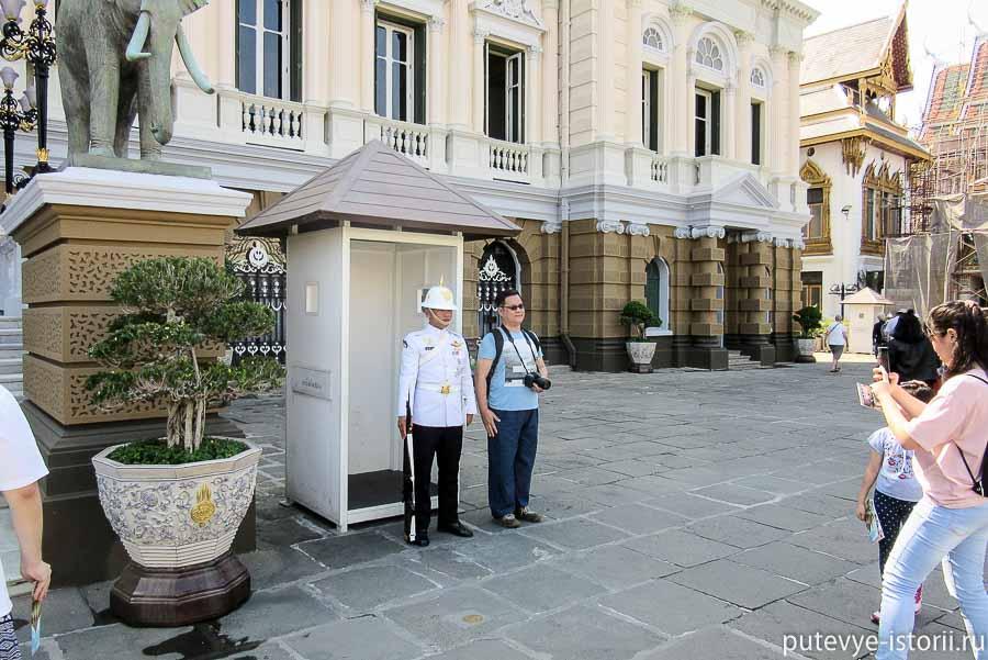 королевский дворец в бангкоке, гвардейцы