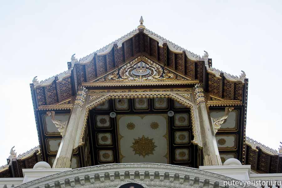 дворец Чакри Маха Прасат
