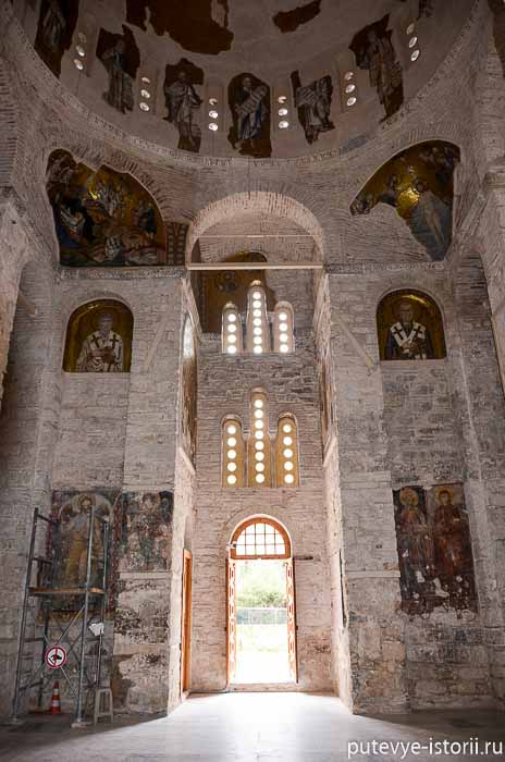 монастырь дафни храм