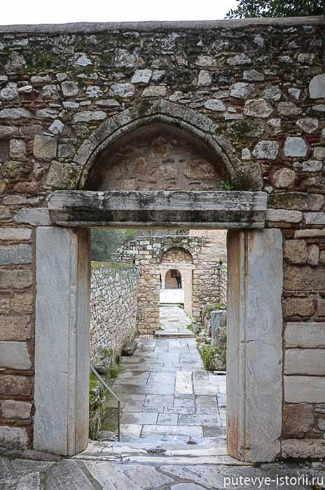 монастырь дафни ворота