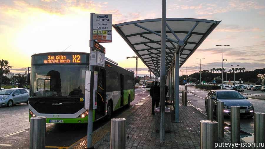 остановка автобусов в аэропорту мальты