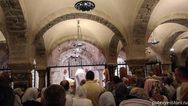 бари служба в соборе святого николая