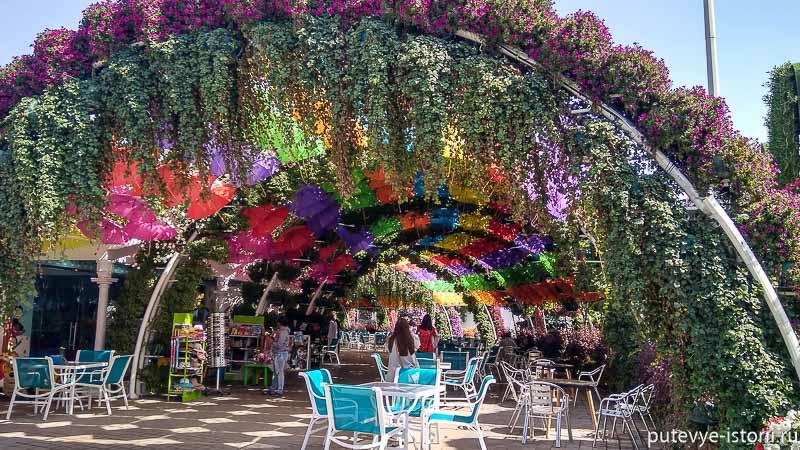 галерея зонтов парк цветов в дубае