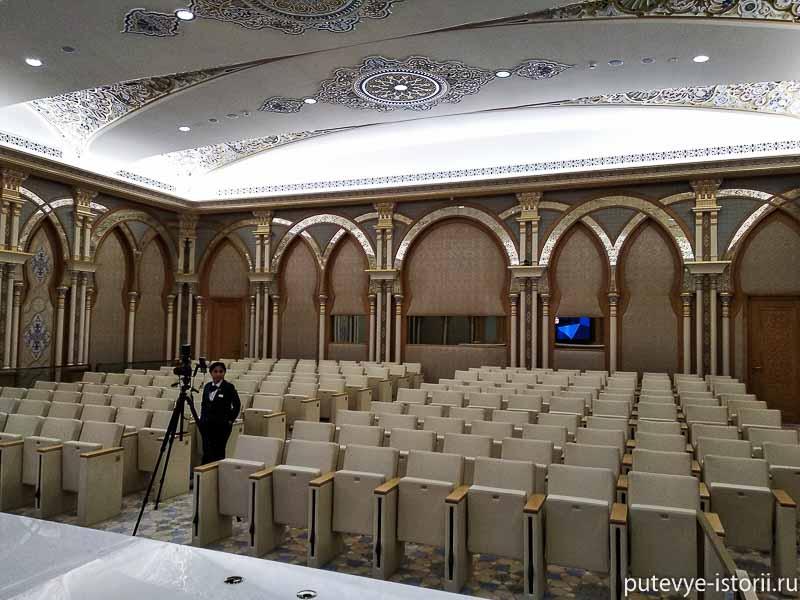 зал заседаний в президентском дворце