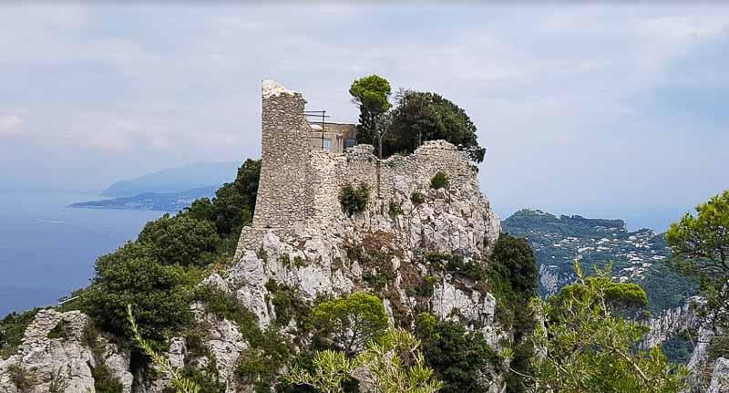 капри замок барбаросса