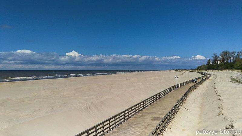пляж в янтарном