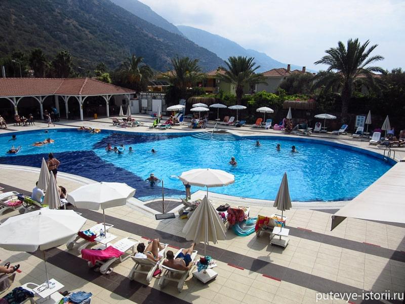 отель Монтебелло резорт в олюденизе бассейн