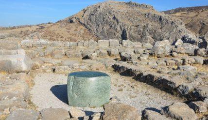 Хаттуса, столица хеттского царства, и святилище Язылыкая